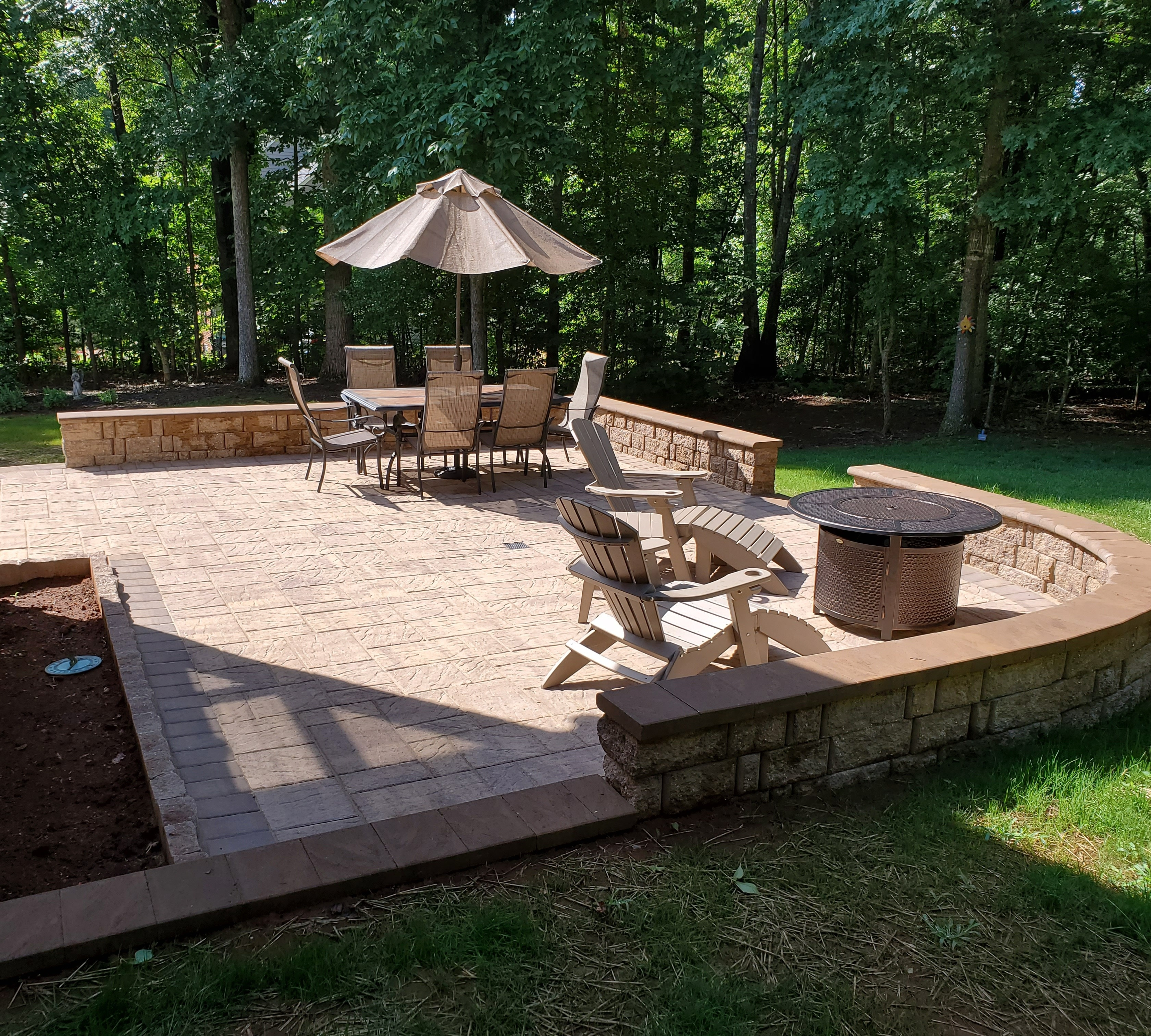 Autumn Breeze Patio With Seat Walls
